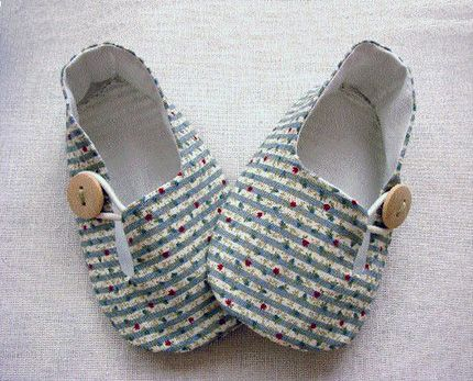 ZAPATITOS BEBE. TUTORIAL baby shoe tutorial - the ones with the button.