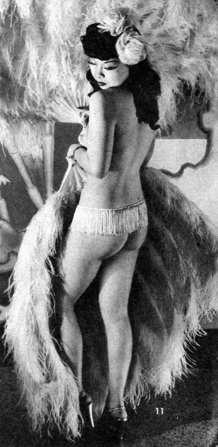 big feathers...: Noeltoy, Art, Vintage Burlesque Pin Up, Posts, Burlesque Maison Kiss, Vintage Showgirls, Big Feathers, Noel Toys, Asian Pinup