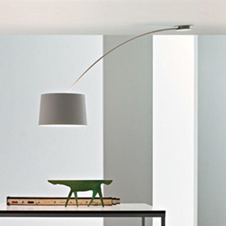 Elegante lámpara de diseño. Fabricada en aluminio y dos acabados diferentes, blanco o negro. Utiliza 3 bombillas E27 3x40W (no incluidas).