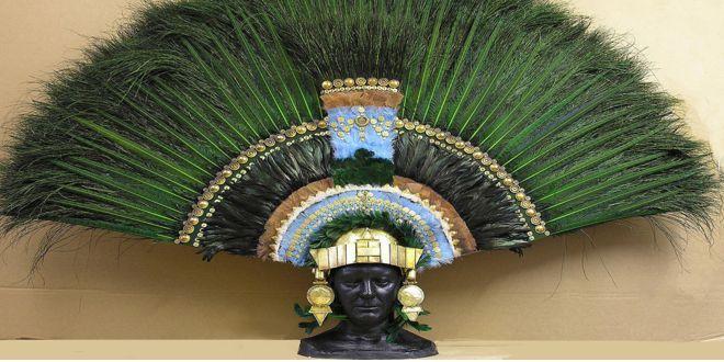 Fotografia Del Famoso Penacho De Moctezuma Aztecas Dioses Prehispanicos Imagenes De Guerreros