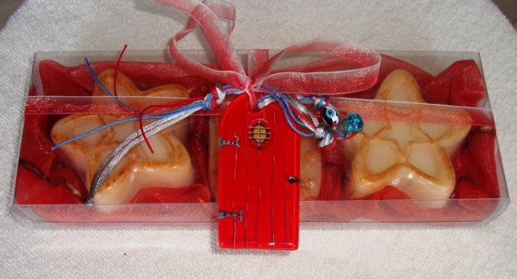 Christmas is our favorite time of year and is time for gifts! Here is a very elegant, stylish gift for your holiday guests : Opulent Christmas Handmade Gift Set in Red Color, containing 3 small amber scent Luxury Soaps in golden cream color - Christmas shape and a lovely handmade glass Christmas Charm for Good Luck in the packaging.