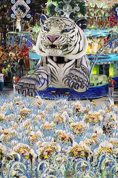 Rio Carnival with Liz Miller The float at the annual carnival in Rio! | O desfile anual do carnaval no Rio!
