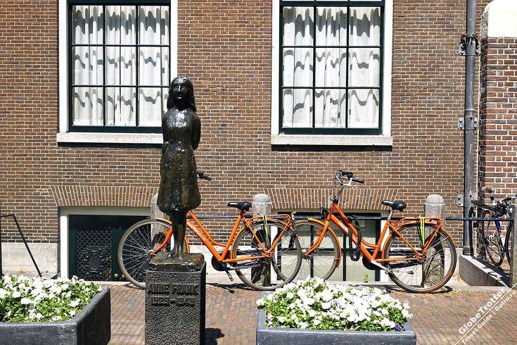 На набережной Принсенграхт в Амстердаме стоит дом, где во время Второй мировой войны скрывалась от нацистов и вела дневник еврейская девочка Анна Франк (Anne Frank - 12 июня 1929 - февраль 1945). Дневник Анны Франк принес ей мировую известность, а дом стал музеем.
