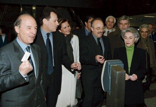 Από την επίσκεψη του τότε πρωθυπουργού Κώστα Σημίτη στο Μετρό. Φωτο: ΑΠΕ/ΜΠΕ