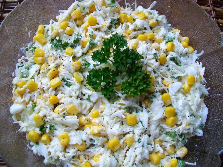 Surówka z białej kapusty z kukurydzą surówke posiatkować bardzo bardzo drobno