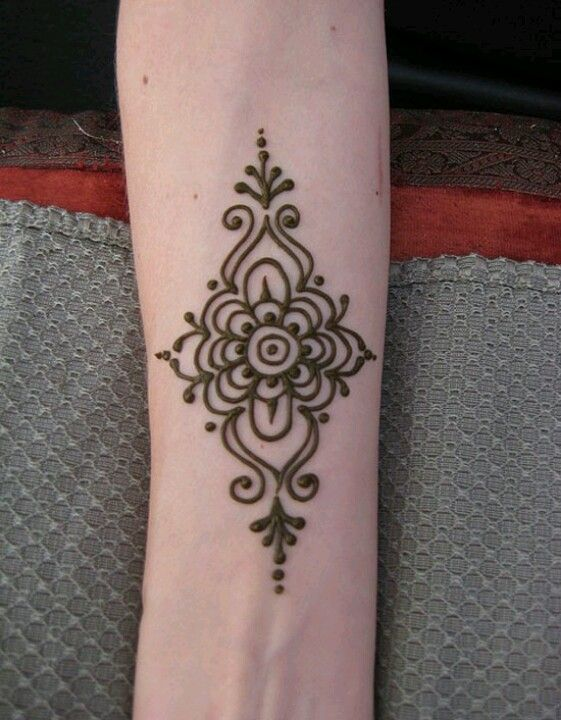 Easy Henna Design www.hierishetfeest.com