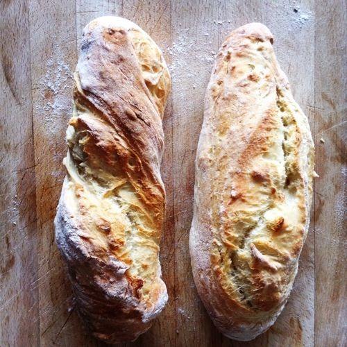Wer Pizzateig kann , sollte auch ein gutes Ciabatta hinbekommen. Und da es nichts leckeres gibt, als ofenfrisches, warmes Ciabatta mit etwas Käse oder Olivenöl, hat der Chefkoch des Hauses an dem p…