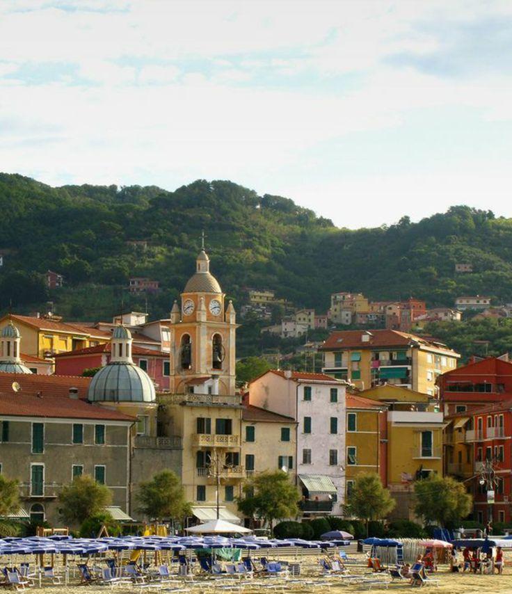 #Tellaro e #SanTerenzo sono due frazioni di Lerici e anche se poco conosciute sono loro a dar vita ad uno dei comuni più ammirati d'Italia e delle #5Terre