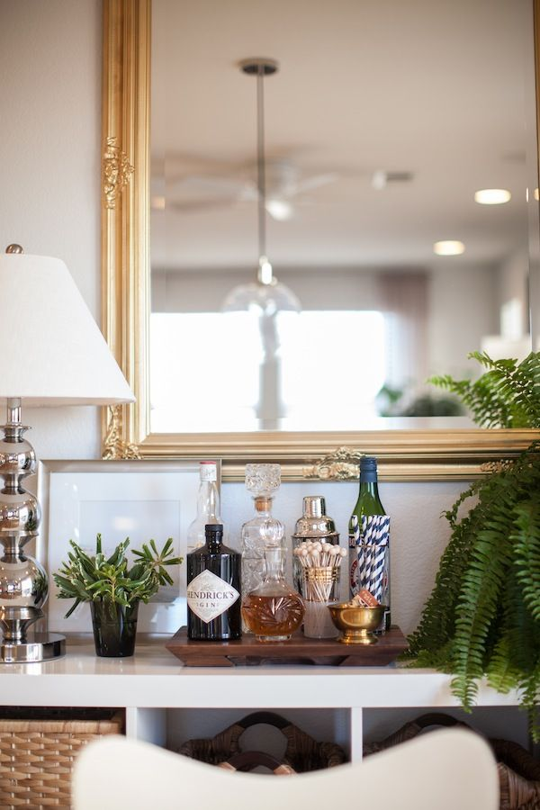 Our 10 Favorite Glitter Guide Bar Areas