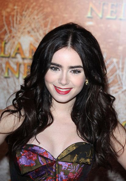 Lily Collins Long Wavy Cut: Lilies Collins Hair, Collins Long, Dark Hair, Hair Makeup, Collins Style, Hair And Beautiful, Hair Color, Beautiful Lilies, Long Wavy Hair