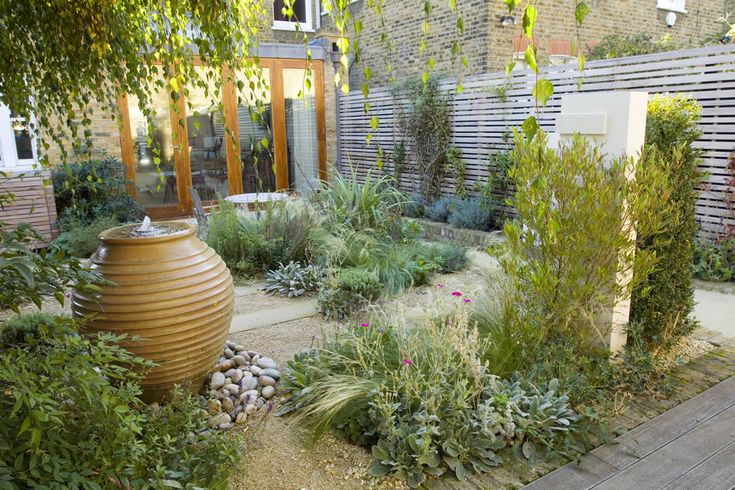 Small garden design with water feature