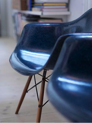 Solid frog | Fiberglass Shell Chairs on Dowel bases | http://modernica.net/dowel-arm-shell.html