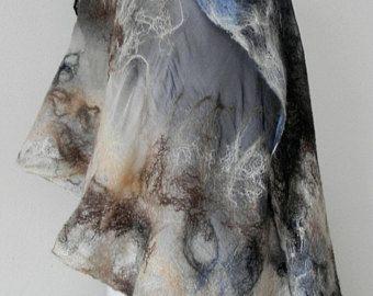 Nuno vilten zijden sjaal, omslagdoek DERSU UZALA kunst zijde wol sjaal dragen, kunst nuno voelde sjaal, unieke sjaal, nuno voelde fashion door Kantorysinska
