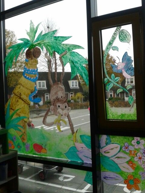 Jungle Classroom Decoration ~ Raamschildering op het raam van kdv in een basisschool