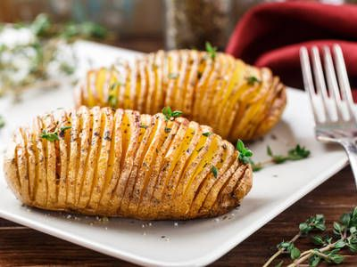These Hasselback potatoes taste just as delicious as they look! Impress your houseguests with this simple crockpot potato recipe.