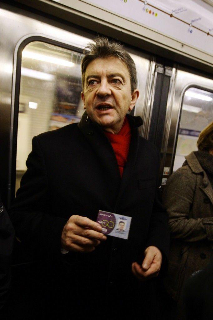 Echarpe rouge et Pass Navigo pour Jean Luc Mélenchon, en attendant la classe affaire…