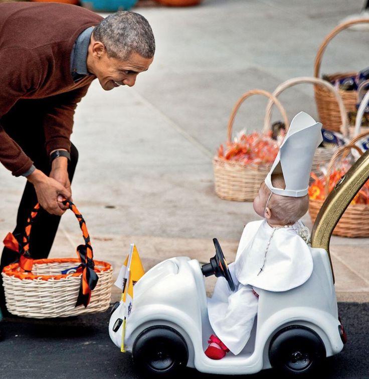 Disfrazado de Papa Con Presidente Obama En Noche de Brujas