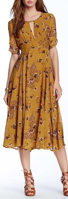 floral print dress -- Not my color, but I love the style.
