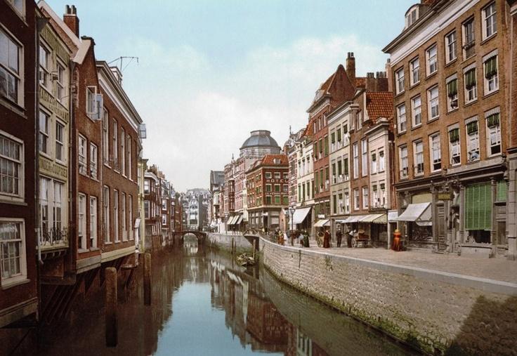 Steiger 1898, oudste nog bestaande Rotterdamse straatnaam (1334) Rechts nu ongeveer Bram Ladage op de Hoogstraat, links om de hoek de Witte Keyzer Stadsarchief Rotterdam