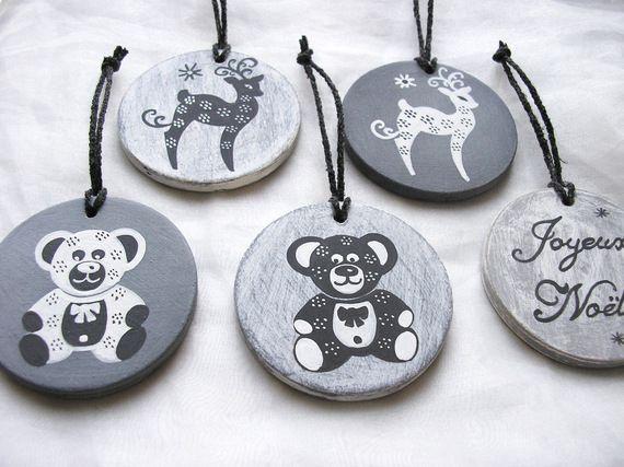 Decoration du sapin 5 boules de Noël en bois patiné gris motif Nounours Rennes Joyeux Noël