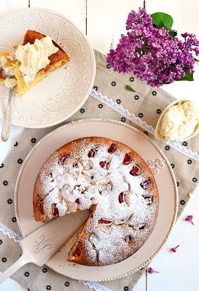 Proste ciasto z rabarbarem i kremem waniliowym