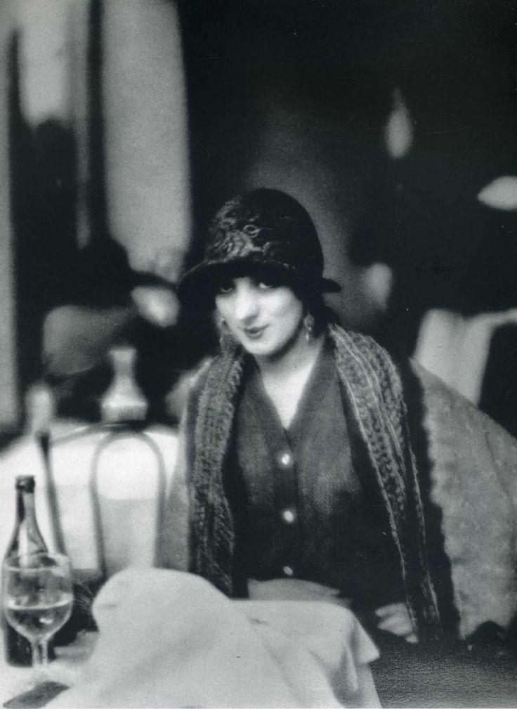 Kiki de Montparnasse (Alice Prin) photo by Man Ray, 1923