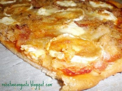 pizza de queso de cabra y atún