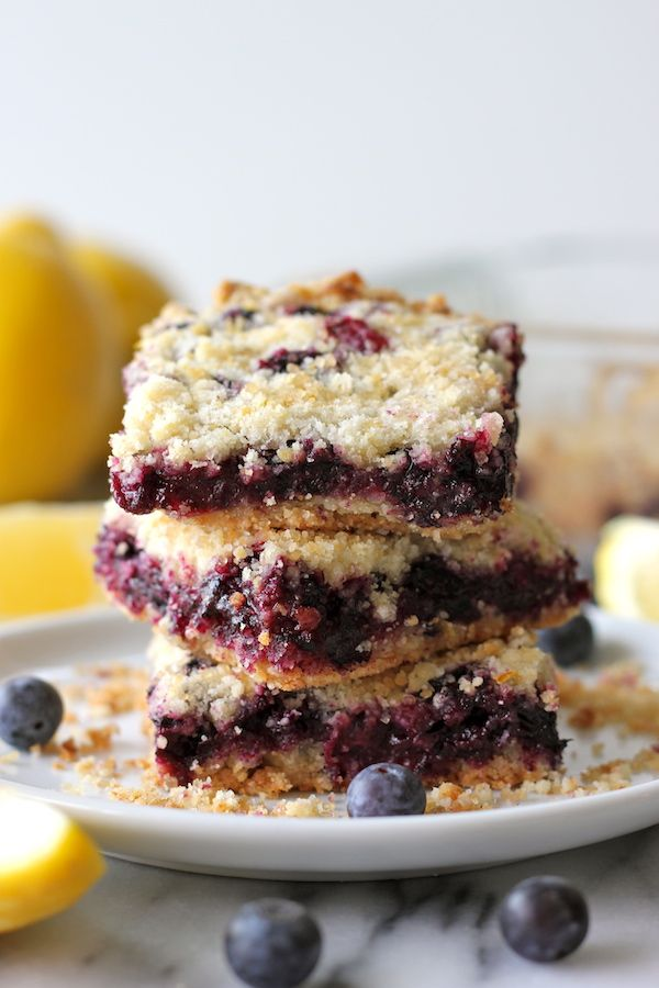 Blueberry Crumb Bars - Oh-so-crumbly blueberry crumb bars bursting with fresh blueberries with a hint of refreshing lemon goodness!