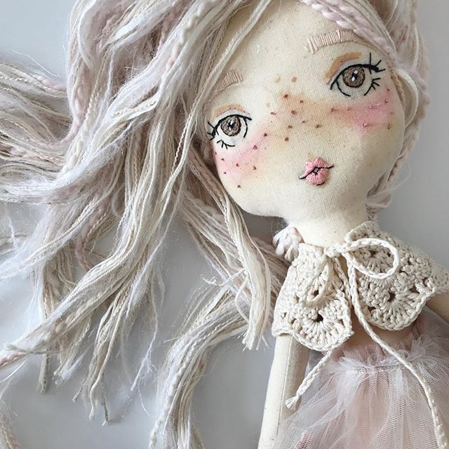 Massive thanks to all those who bought a dolly over the last couple days and for your continued support and love. It is a bank holiday here in the UK so will be shipping these out first thing Tuesday morning  #velvetrainbowsboutique #clothdoll #sunday #handmade #bohobabe #wildhair