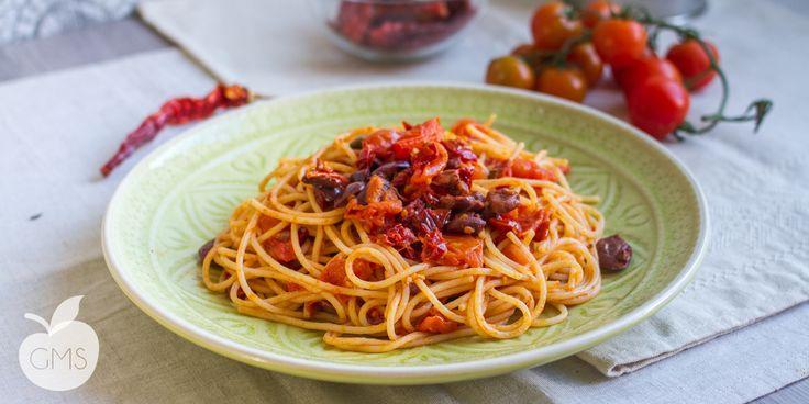 Spaghetti alla puttanesca   Ricetta facile