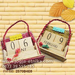 Souvenir pernikahan kalender abadi/natural calender wedding souvenir || Rp. 2500