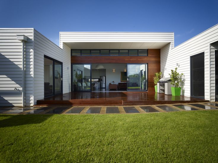Traralgon House by Bower Architecture