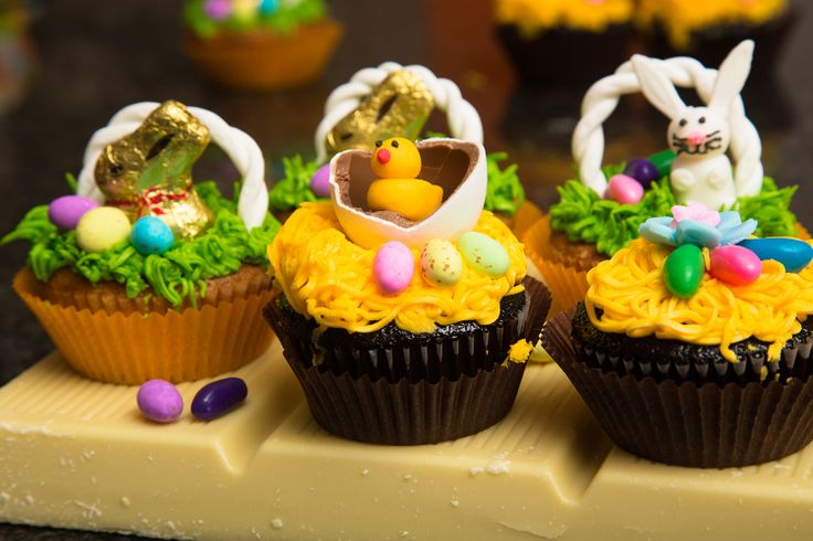 The gorgeous little Easter basket cupcakes are so simple to make! Find the recipe on www.houseofyork.co.za #Easter #cupcakes #treats #baking
