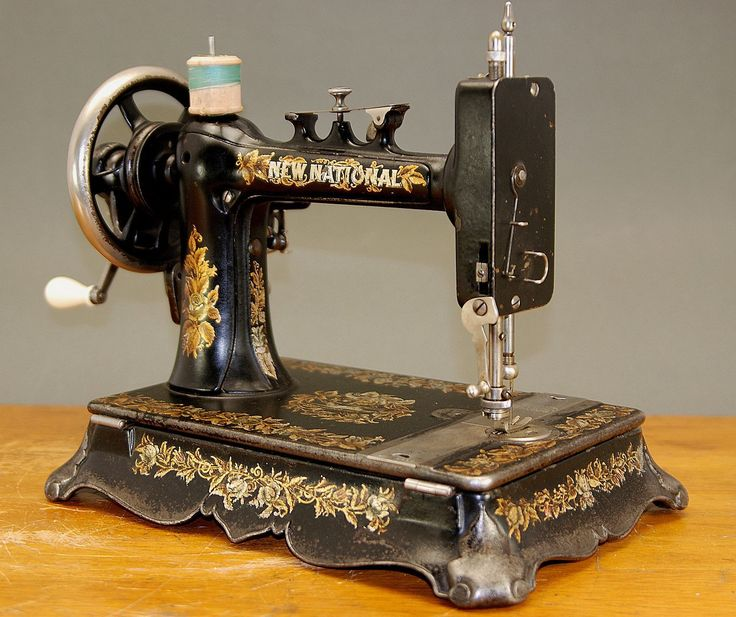 Top 25 ideas about antique sewing implements on pinterest - Table machine a coudre ...