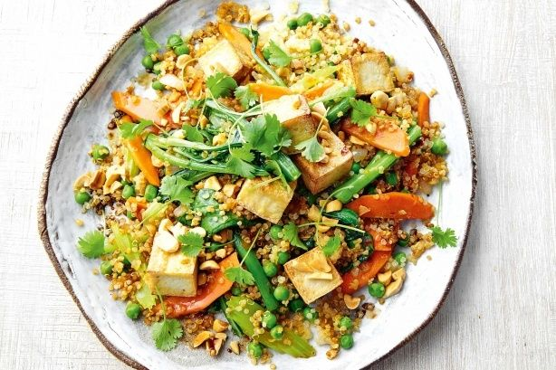 This tofu & peanut quinoa fried 'rice' will give your dinner a healthy boost. It's low-cal, gluten-free and vegetarian too!