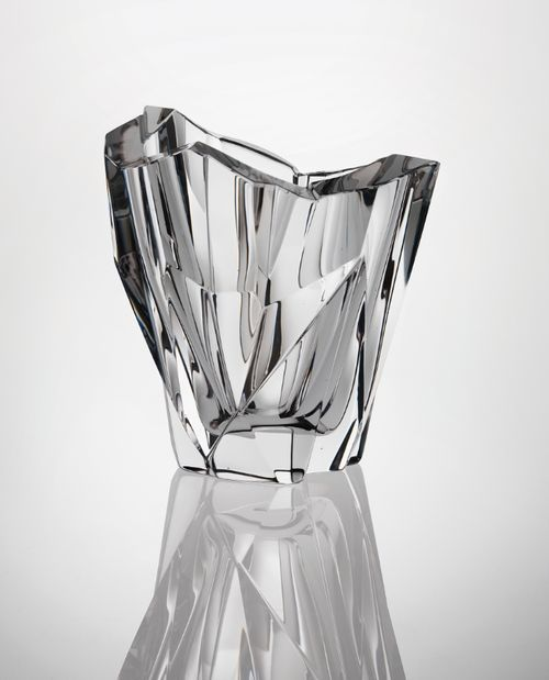 Many panels and facets make the glass like a jewel. Tapio Wirkkala, Jäävuori Iceberg Vase, 1955.
