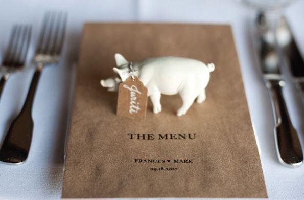 http://www.foreldremanualen.no/wp-content/uploads/2012/06/Plastikkdyr-gris-bordkort-bryllup-bursdag.jpg