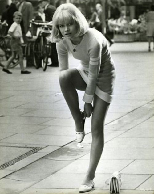 the60sbazaar:  British actress Judy Geeson