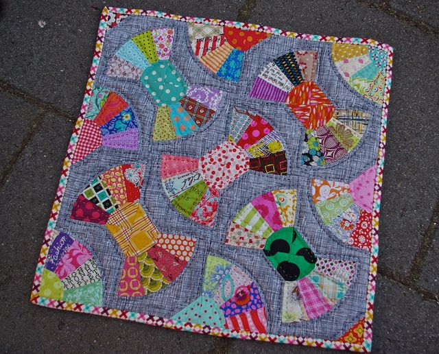 good lordy, louise makes gorgeous patchwork! lucky am I to have one of her doll quilts made just for me!!