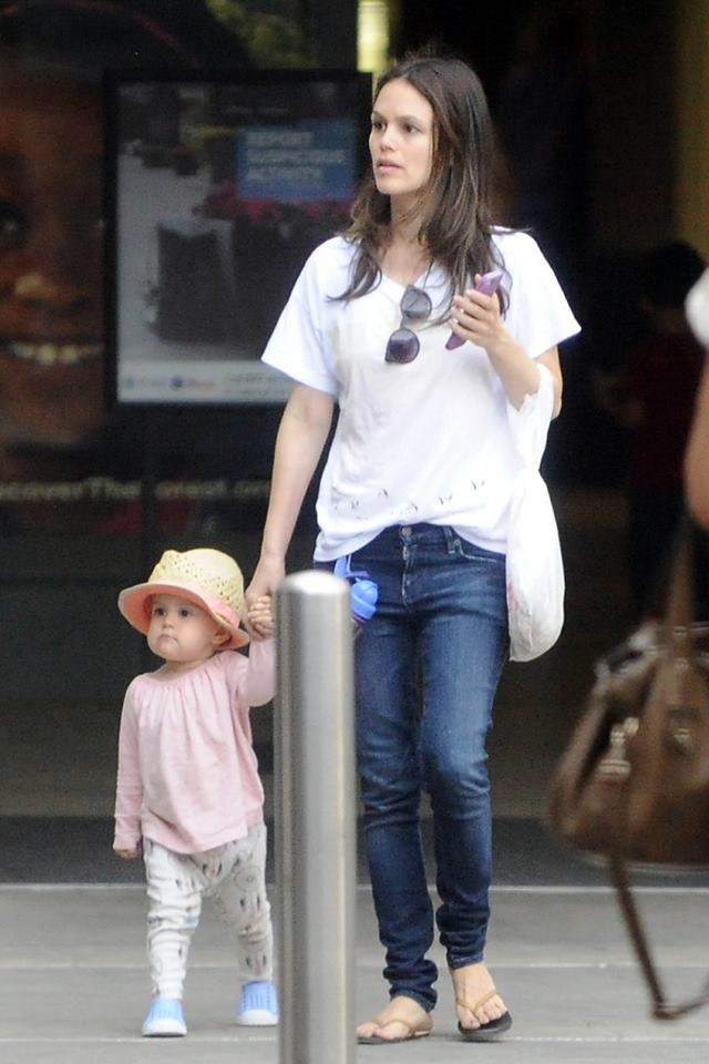 Rachel Bilson and daughter Briar. Más