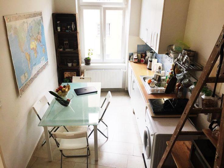 gemtliche wg kche mit glastisch und groem fenster kche kitchen gemtlich
