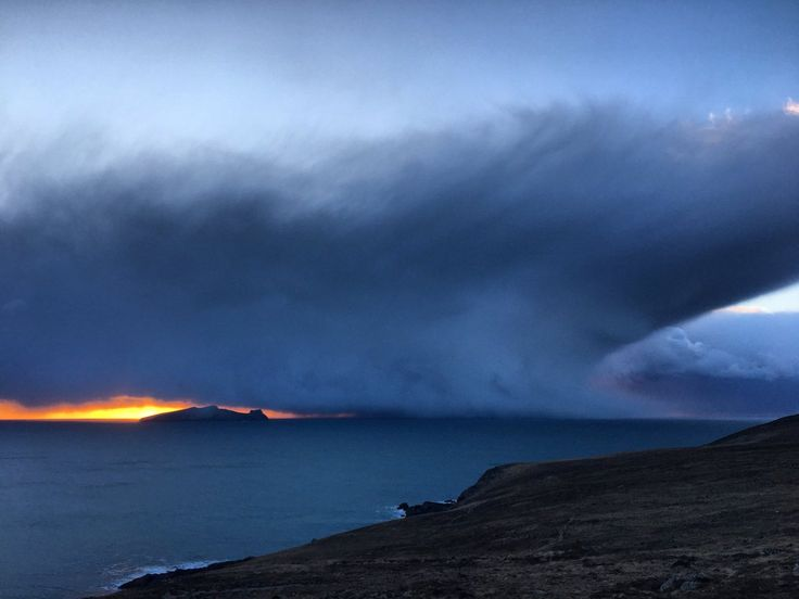 """Seán Mac an tSíthigh on Twitter: """"An chéad chith... First of the snow showers about to swallow the Sleeping Giant. #Blaskets #WestKerry #AnFearMarbh… """""""