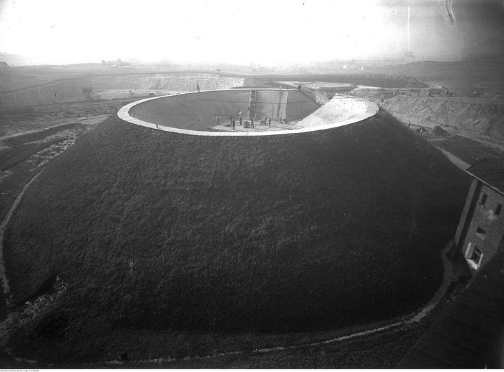 Kopiec jak krater wulkanu