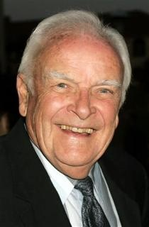 """John Ingle, who played the ruthless patriarch Edward Quartermaine for two decades on daytime soap opera """"General Hospital,"""" has died at age 84. (via Reuters)"""