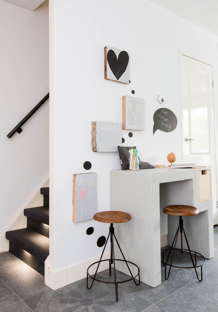 Het betonnen bureau van Chantal en Mark in aflevering 1, seizoen 3   Weer verliefd op je huis   Metamorfose door: Frans Uyterlinde   Fotografie Barbara Kieboom