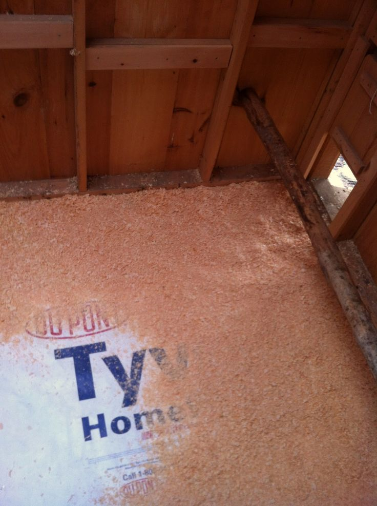 Article - Using Tyvek in the Coop on the floor for ease in cleaning.  Also prevents dampness (and smell) from soaking into the wood floor.  (Community Chickens)