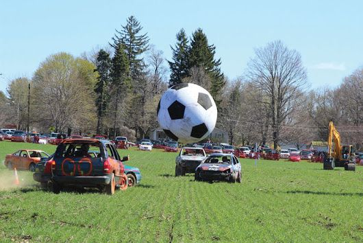 The 3rd annual Car Soccer Game in Red Hook (USA) held in spring: cars as players, excavators as goalkeepers and the 8-feet diameter ball! Looks like fun. #truck1 #carsoccergame #redhook #excavators
