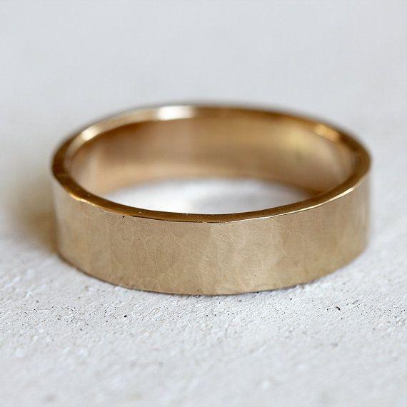 Mannen 14 k gouden geciseleerde trouwring massief door PraxisJewelry