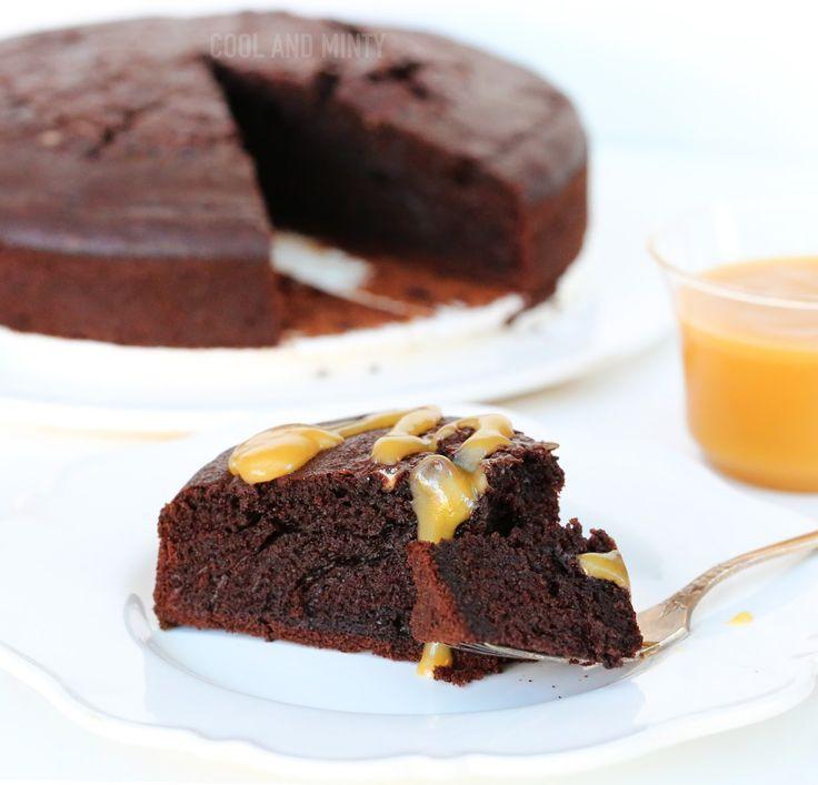 Przepis na szybkie i jednocześnie pyszne ciasto czekoladowe z coca-colą. Miękkie i lekkie, wyraźne w smaku i nie za słodkie. Cudownie p...