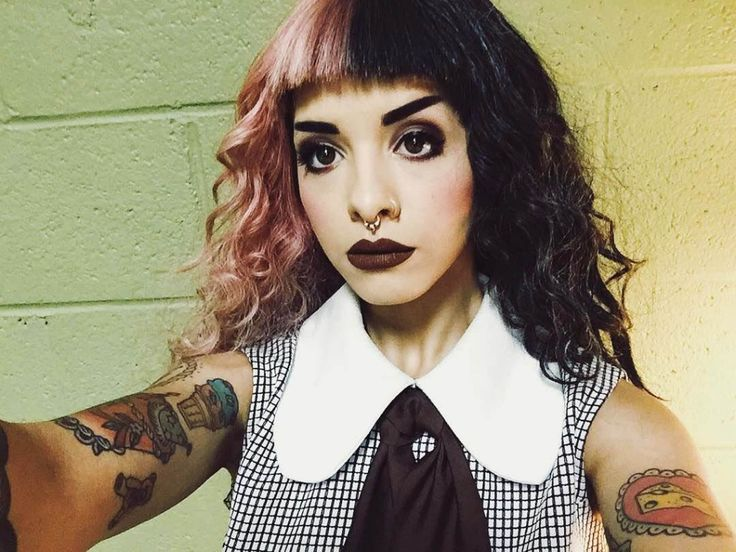 Melanie Martinez Outfit with Plaid Dress - http://ninjacosmico.com/8-melanie-martinez-outfits/